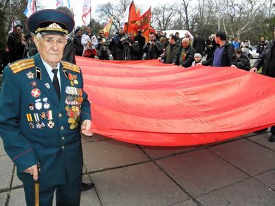 Ветеран комитета и флаги КГБ СССР