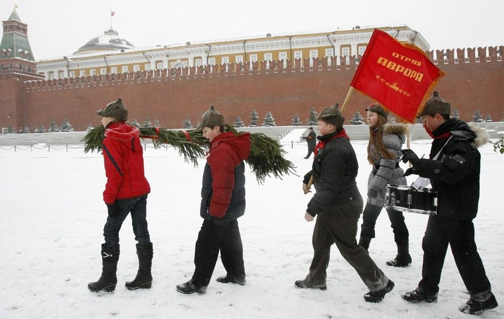 Молодые пионеры - новое советское поколение